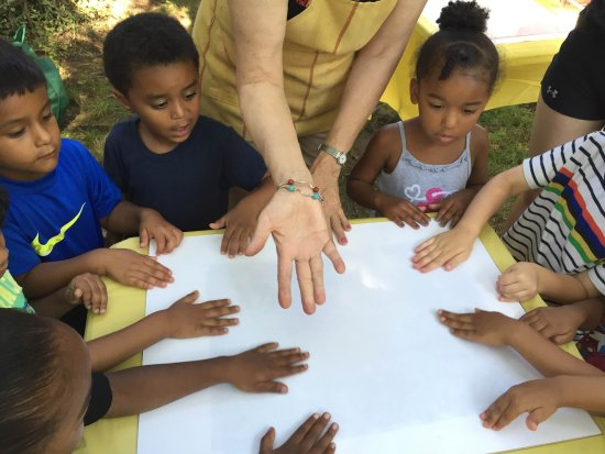 Morristown, Nueva Jersey: Our free summer children's program: Dig it! Plant it! Eat it!