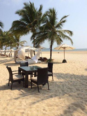 Leela Cottages: Beach restaurant