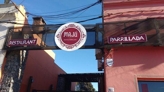Fachada del restaurante Maju en Nueva Helvecia, Uruguay
