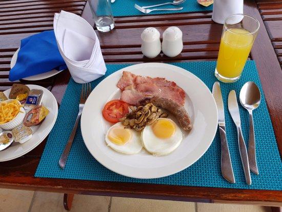 Aquamarine Guest House: English breakfast