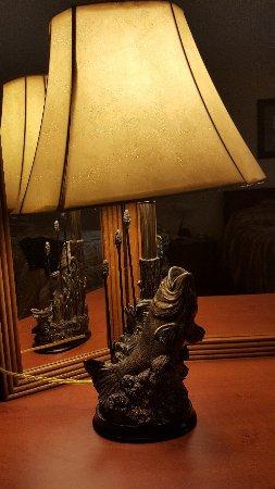 Halesford Harbour Inn: Lamp in room