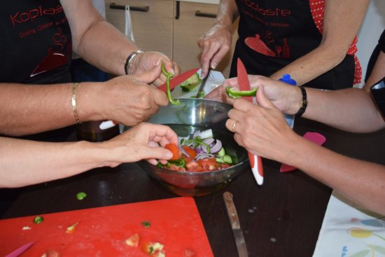 Asini, Greece: All hands in the kitchen