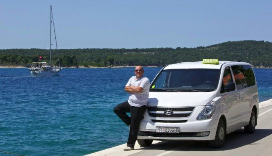 Supetar, Croacia: Our cosy taxi van near the seashore