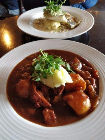 Килки, Ирландия: Beef and Guiness stew and seabass