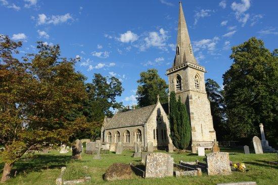 Lower Slaughter, UK : Church across the street