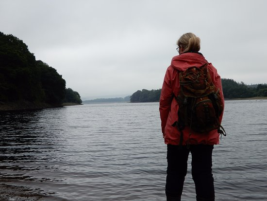 Blubberhouses, UK: Walking by Reservoir.
