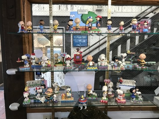 Pebble People: Snoopy display