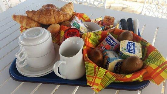 Caraibes Bonheur : Breakfast on the veranda