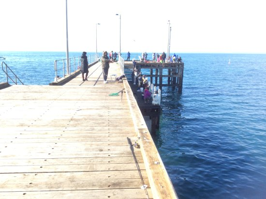 Flinders, Australia: Plenty of people fishing from the pier