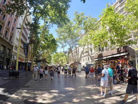 Olivia Plaza Hotel: A peaceful stroll through nearby Las Ramblas