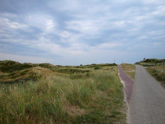 Spiekeroog, Germany: Ganz in der Nähe der Dünenweg zum Strand