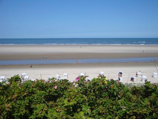 Spiekeroog, Alemania: Der schöne Strand ist ca. 700 m entfernt