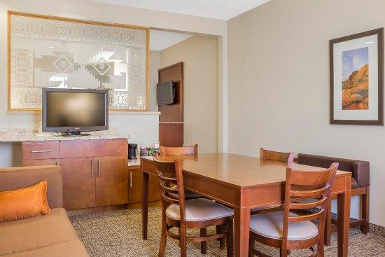 Comfort Suites Old Town Scottsdale: Deluxe King Suite