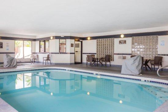 Comfort Suites Old Town: Indoor Pool