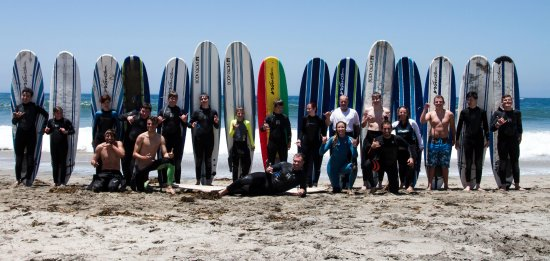 Эрмоса-Бич, Калифорния: Teaching this awesome big group how to surf.