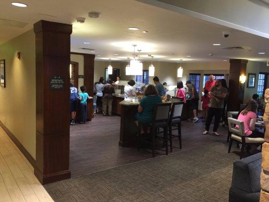 Courtyard Virginia Beach Norfolk: Breakfast buffet