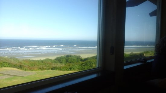 Hallmark Resort: View from Georgie's bar