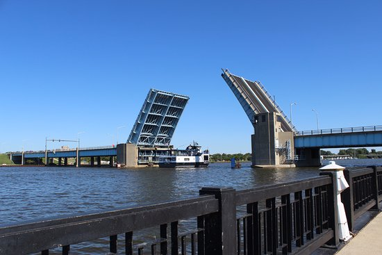 Bay City, MI: The Veteran's Memorial Bridge raised to allow the Princess Wenonah to pass through