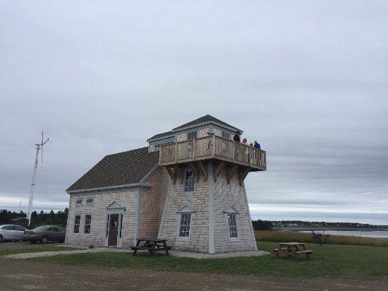 Church Point, Kanada: Replica lighthouse and marine centre. Visitors enjoying great views of St. Mary's Bay from the d