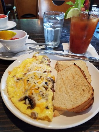 Roseburg, OR: Crab and Shrimp omelet.......Yummy!!
