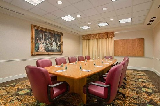 Bridgewater, NJ: Boardroom