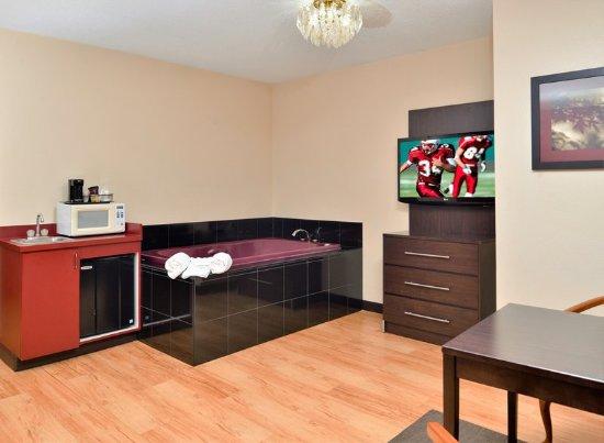 Red Roof Inn & Suites Columbus West Broad: King Suite
