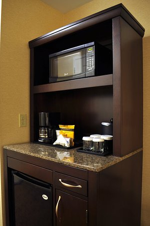 Berkeley, MO: Refrigerator and Microwave in all Guest Rooms