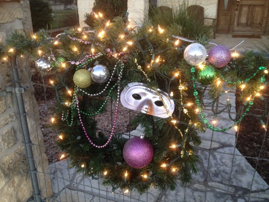 The Italian Place Guesthouse: Decorated for Mardi Gras!