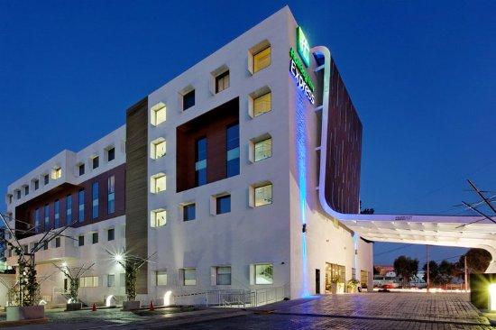 Holiday Inn Express Guadalajara Autonoma: Hotel Exterior