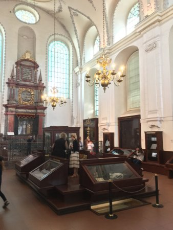 Jewish Museum in Prague: The Maisel Synagogue which includes a fascinating exhbition of day to day life in a Jewish home