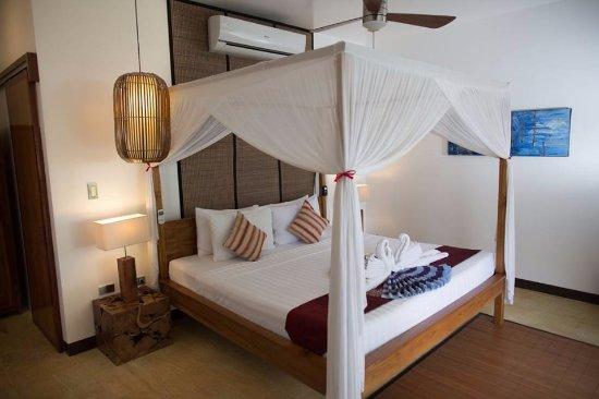 Cadlao Resort & Restaurant: Pool View Bungalow