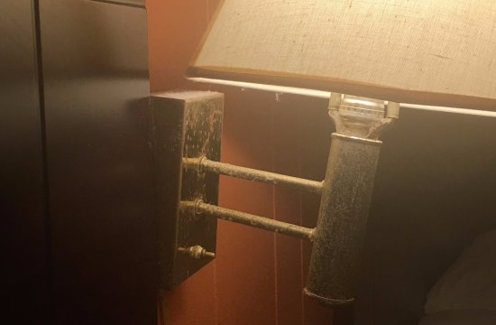 Sky View Manor Motel: Room hasn't been cleaned since 1776
