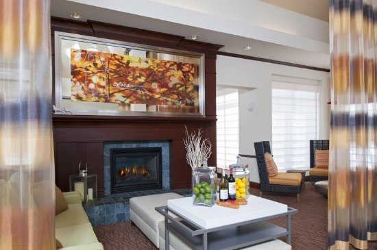 Hilton Garden Inn St. Paul/Oakdale - Lobby/Lounge