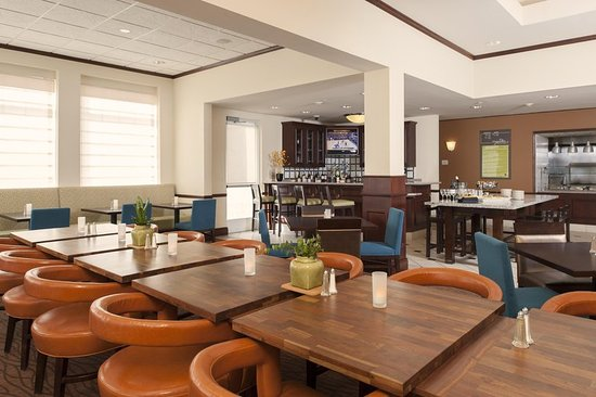 ‪‪Oakdale‬, ‪Minnesota‬: Hilton Garden Inn St. Paul/Oakdale - The Garden Grille & Bar - Seating  ‬