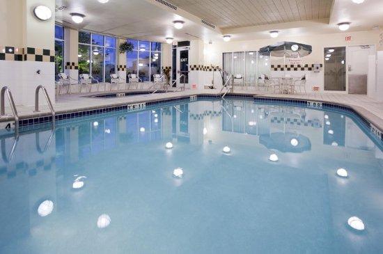 Indoor pool whirlpool picture of hilton garden inn for Indoor gardening minneapolis