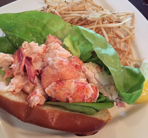 Marion, MA: Maine Lobster Roll