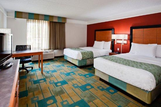 La Quinta Inn Amp Suites Usf Near Busch Gardens Updated