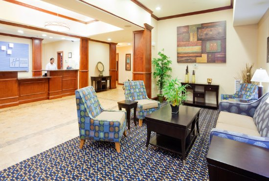 Holiday Inn Express Hotel & Suites Mount Airy South: Hotel Lobby