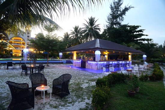 Bella Vista Waterfront: Pool Side & Ocean's Bar Area