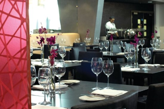 Crowne Plaza Manchester City Centre: The Glasshouse Restaurant offers chic dining experiences