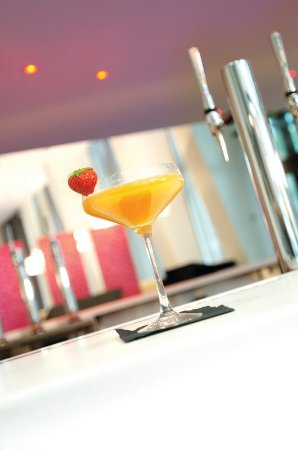 Crowne Plaza Manchester City Centre: Indulge in a delicious cocktail in the Glasshouse Bar