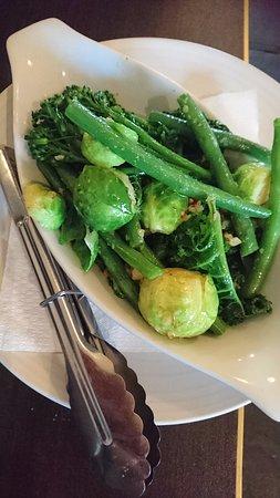 Willunga, ออสเตรเลีย: side- greens with almond and garlic