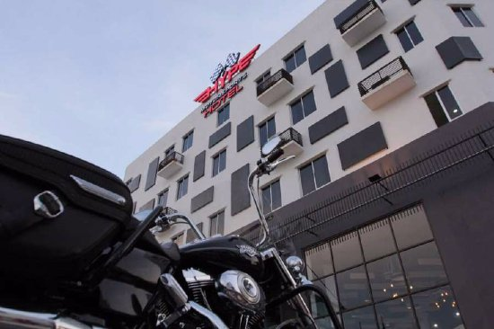 Nilai, Malasia: The outside of the hotel building is also attractive with their design and logo and its easy to