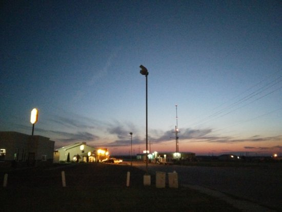 Colby, KS: Kansas sunset over the Super 8 in Colbly