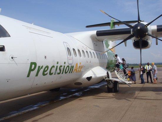 Boarding an ATR42 - 世界、プレ...