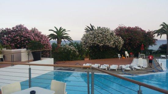 Free beach village hotel costa rei italia prezzi 2017 - Piscina rei village ...