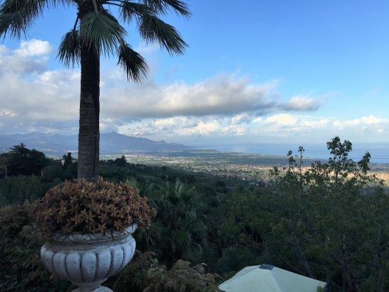 Il Ciliegio dell'Etna: Vista verso Taormina