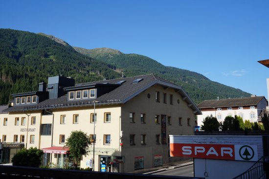 Schwarzer Adler: view out of the window