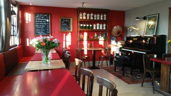 Hoedic, France: Au bar, reigne une ambiance musicale...
