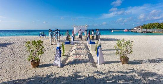 Centara Grand Island Resort & Spa Maldives: Beach wedding
